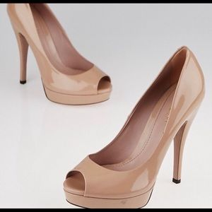 Gucci tan patent leather platform heels